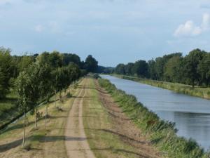 Wander- und Radweg am Elbe-Lübeck-Kanal